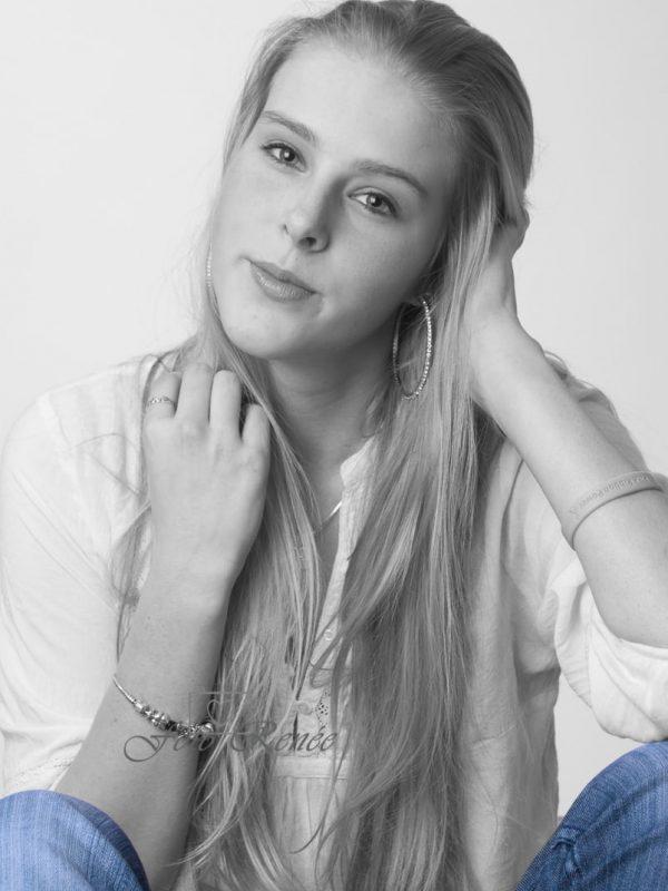 Portret-vrouw-blauw-accent